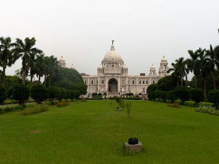 The lush gardens surrounding the Victoria Memorial Hall